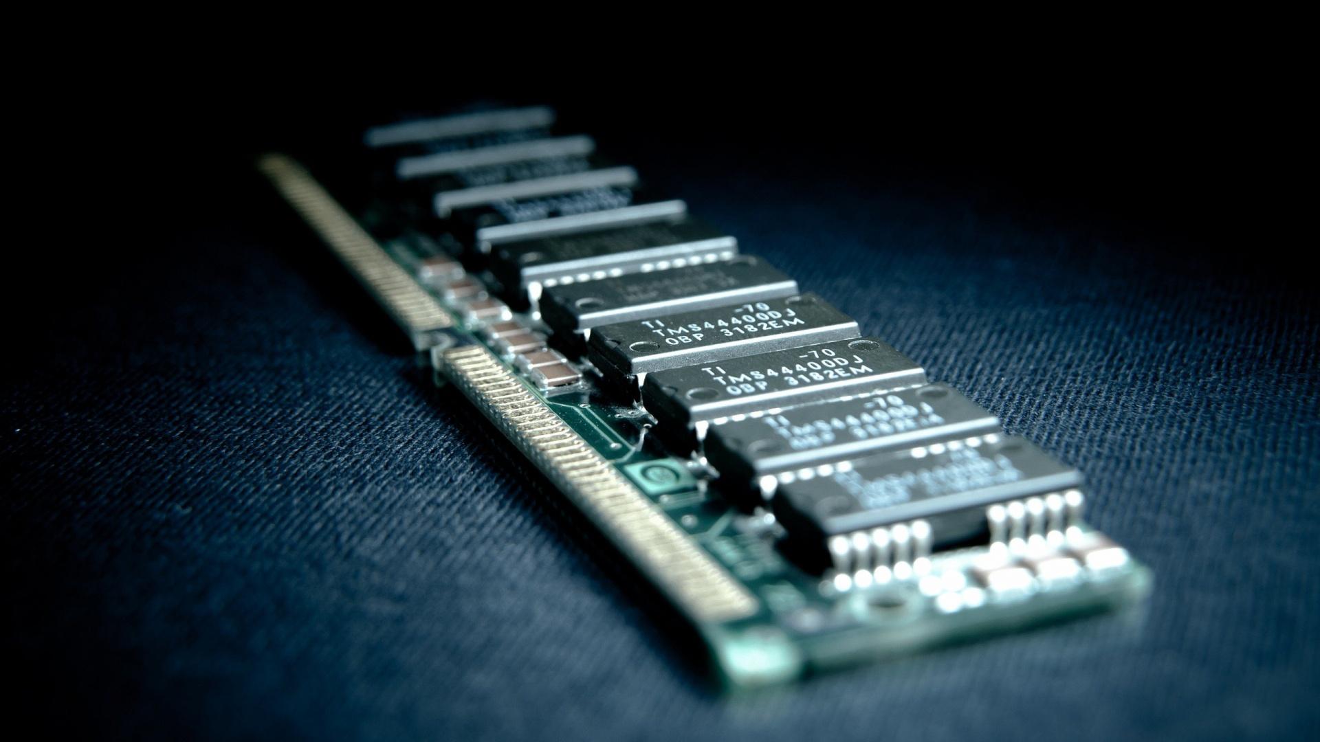 Cum functioneaza memoria RAM?