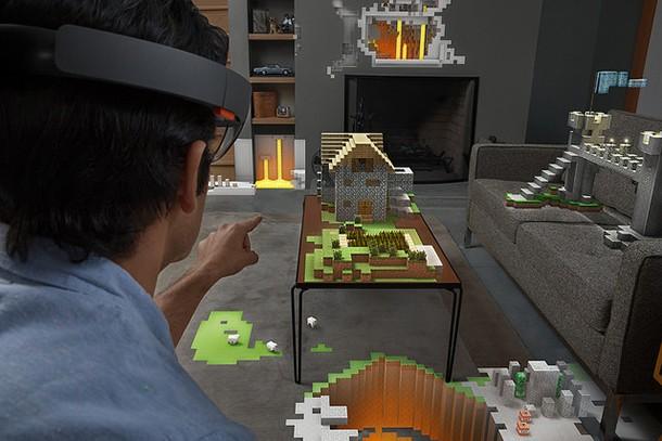 ochelarilor holografici de la Microsoft
